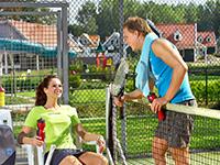 Vakantiepark met tennisbaan