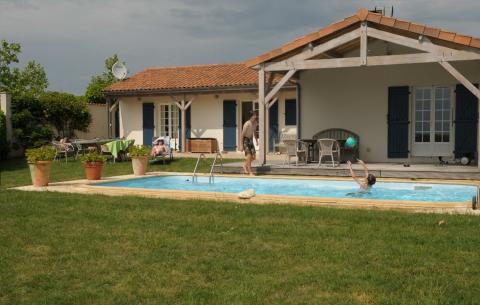 6-persoons vakantiehuis Vonne Swimmingpool
